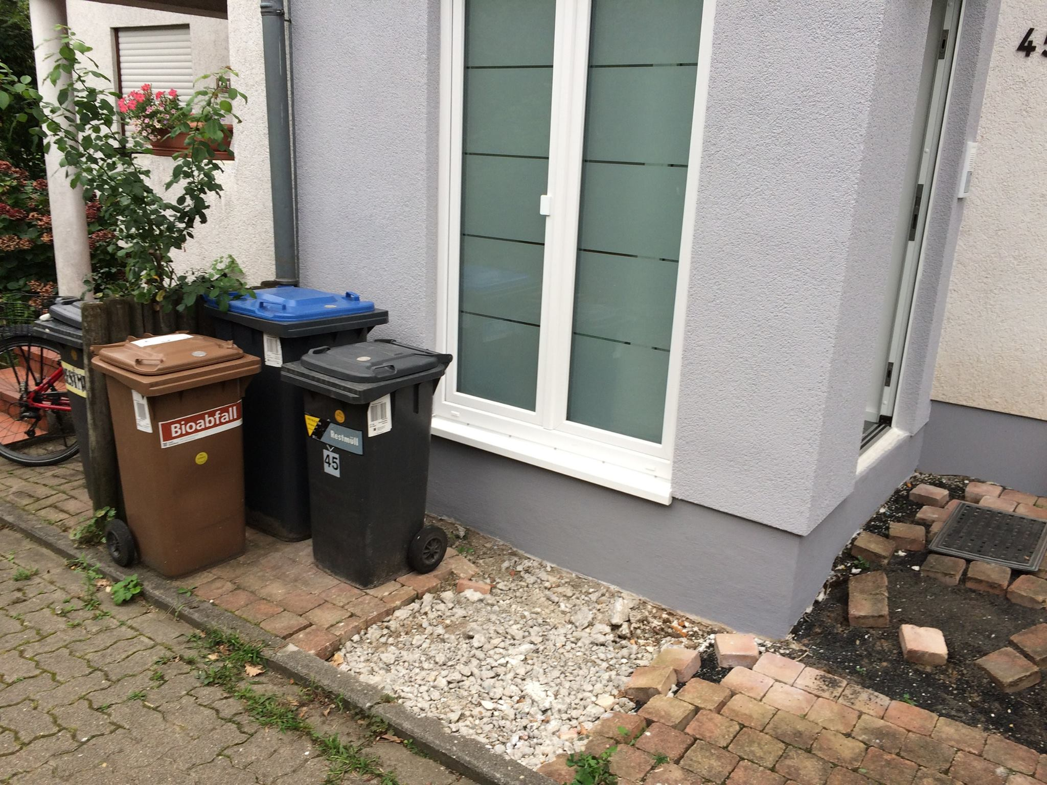 Treppe Eingangsbereich Müllbox Heidelberg Leimen